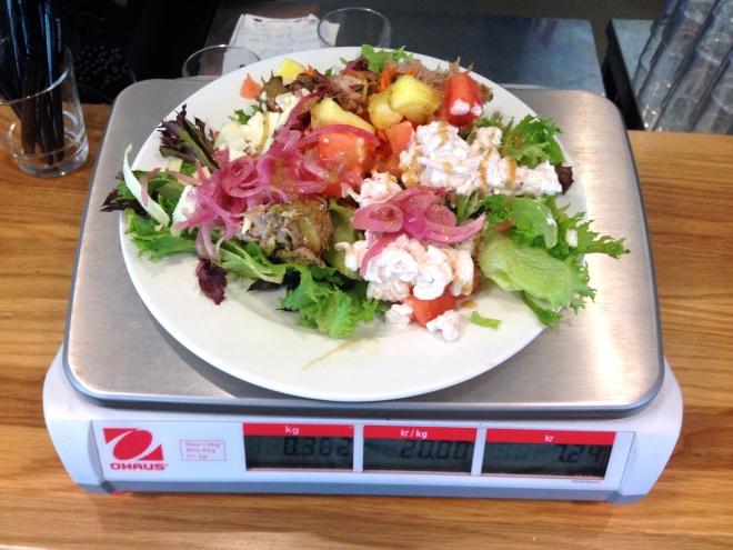 Salaatti punnituksessa