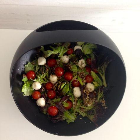 tomaatti-mozzarella salaatti