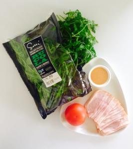 Rucola on voimakas pohja salaatille.