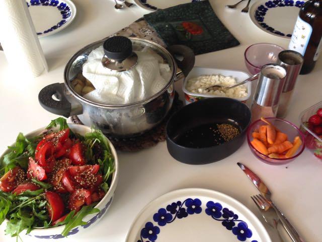 Salaatti nro 64  – Perunoita ja salaattia Myssyfarmin tapaan