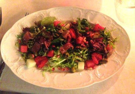 Tuoresalaatti melonilla ja vesimelonilla