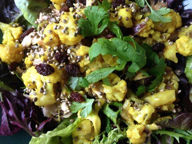 Salaatti nro 61 – kukkakaalicurry -Gurmee-salaatti